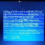 samsung-r522-artefakty-pasy-bluescreen