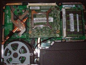 Tak wygląda karta graficzna na złączu MXM zamontowana w laptopie Acer.