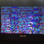 Kolorowa mozaika to także efekt awarii układu karty graficznej w laptopie ASUS X53.