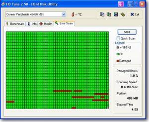 Zrzut ekrany z programu HDTune. Zielone kwadraciki to sprane obszary dysku, czerwone to uszkodzone.